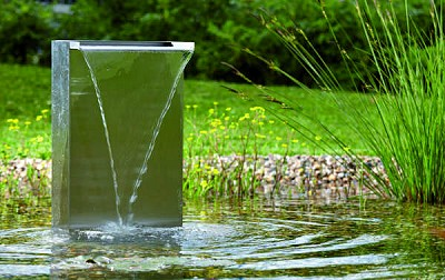 wasserfall edelstahl im wassergarten
